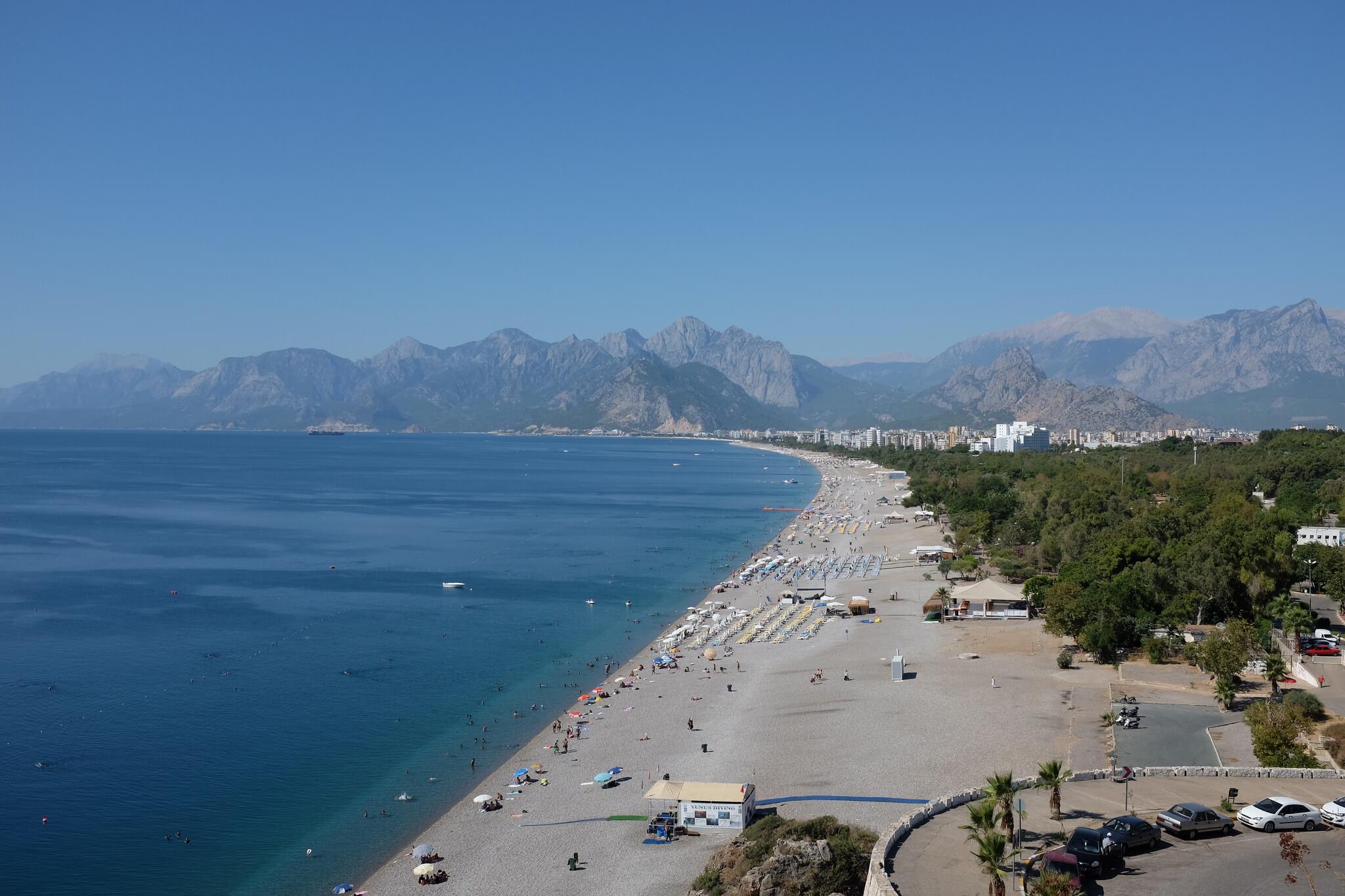 Пляж Коньялты в Анталии, Турция
