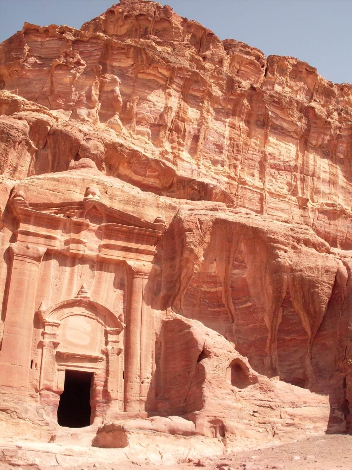 Отдых в Иордании на горе Петра (вид на древний храм)