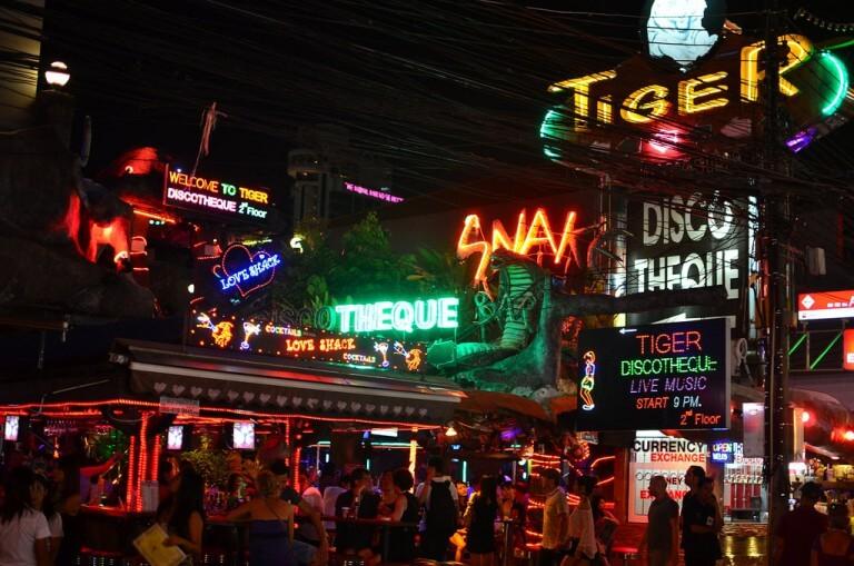 Таиланд, город Патонг, улица Бангла-роуд.