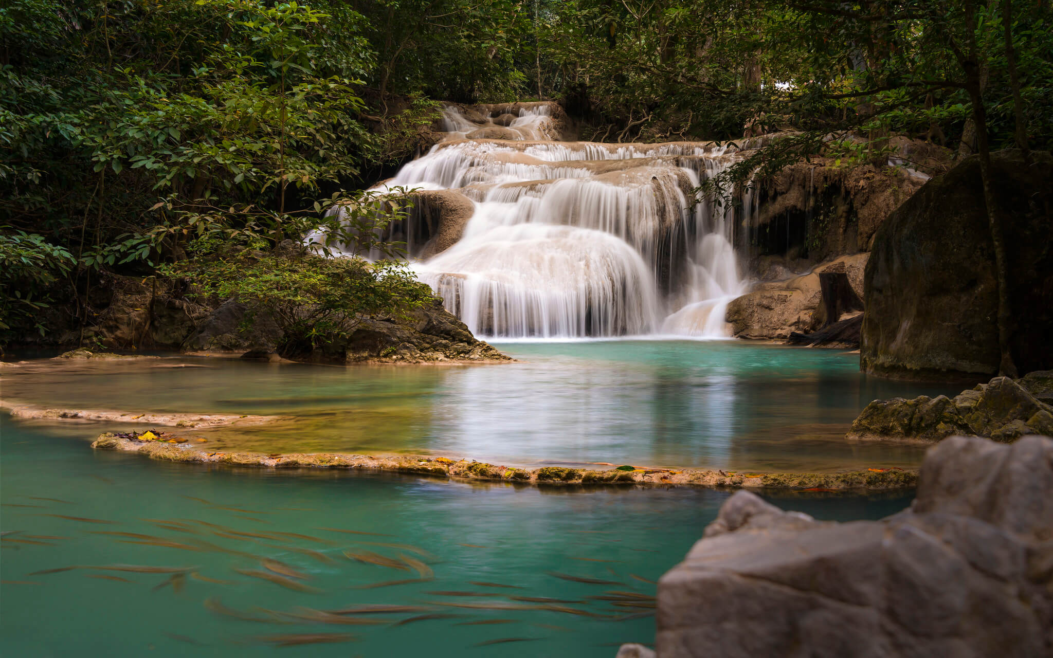 Таиланд, город Канчанабури, национальный парк Эраван, водопад.