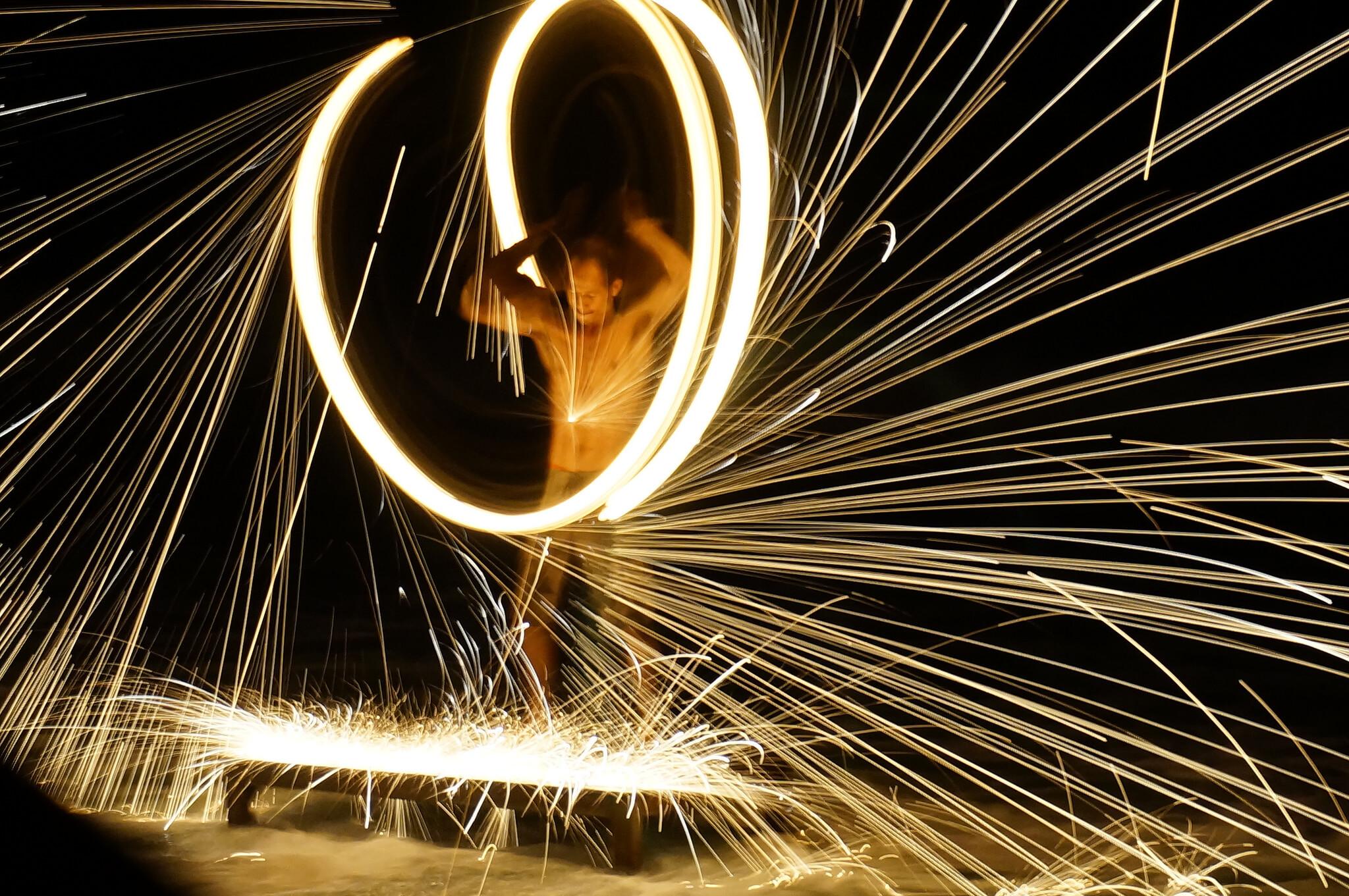 Таиланд, огненное шоу на пляже на Новый Год.