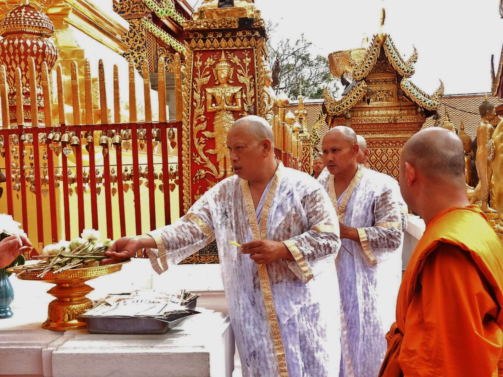Таиланд, праздник Вишакха Буча, город Чиангмай, храм Дой Сутхеп.