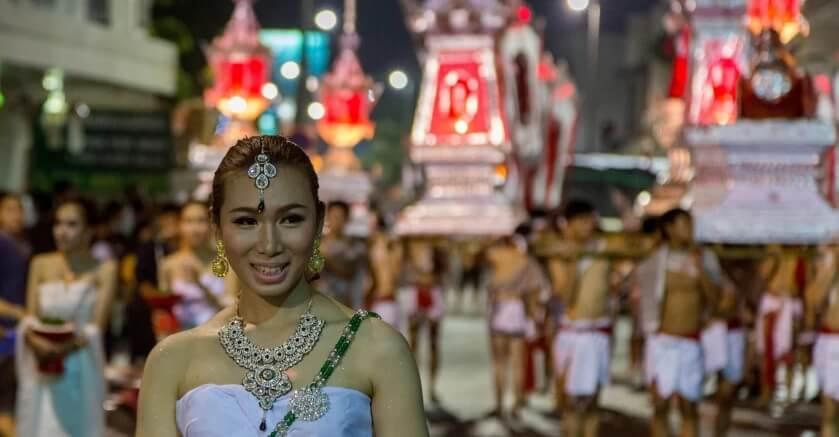 Таиланд, фестиваль Лой Кратонг, шествие.